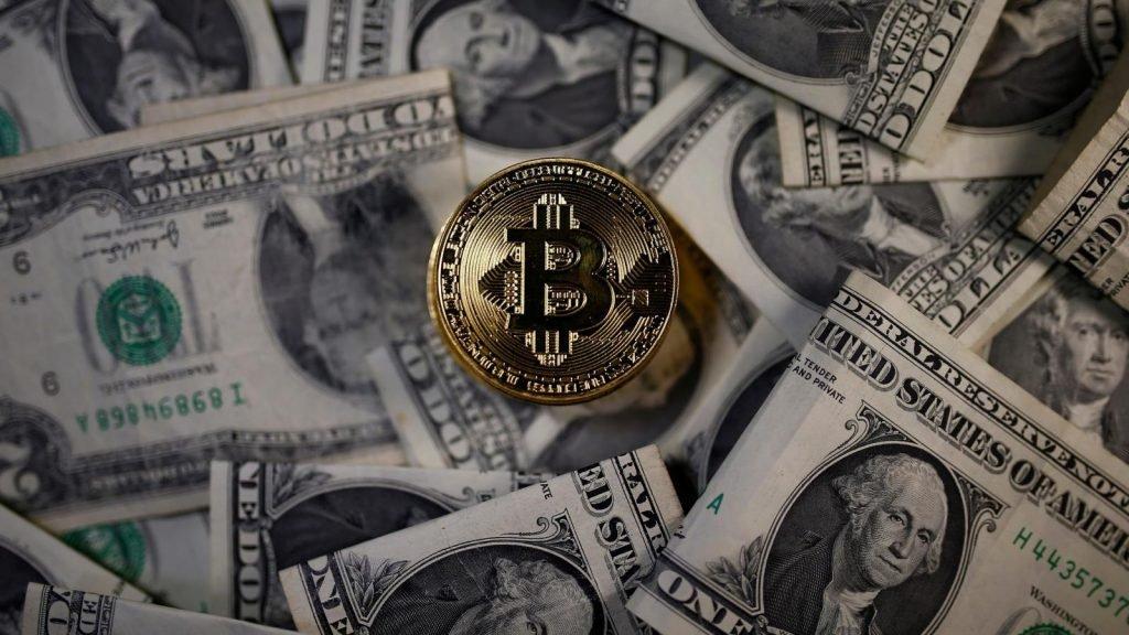 Zhodnocení: Jak si vedl během pandemie Bitcoin proti akciím?