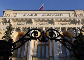 Ruská centrální banka doporučuje bankám blokovat karty používané k obchodování na kryptoburzách